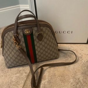 gucci ophidia GG medium top handle bag .